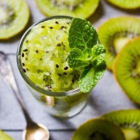 绿色猕猴桃排毒冰沙